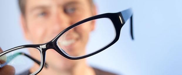 Bei Erkältung und Schnupfen auf Kontaktlinsen verzichten